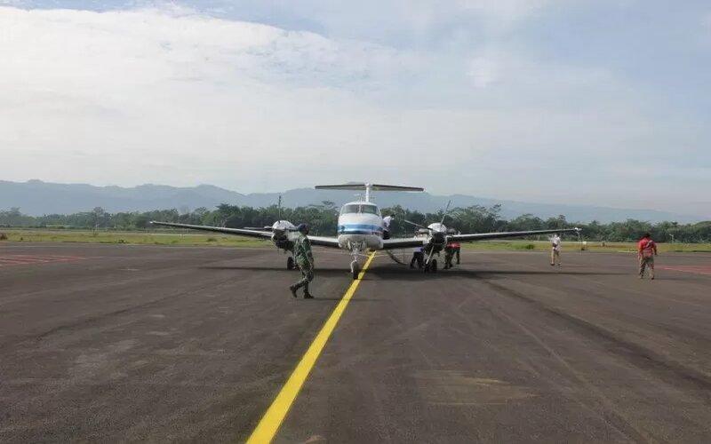 Pesawat mendarat perdana di Bandara JB Soedirman, Purbalingga, Jawa Tengah. - Antara/Humas Pemkab Purbalingga.