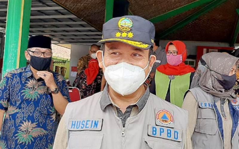 Bupati Banyumas Achmad Husein saat memberi keterangan pers usai Peluncuran PPKM Berbasis Mikro Tingkat Kabupaten Banyumas yang dipusatkan di Kelurahan Tanjung, Kecamatan Purwokerto Selatan, Sabtu (13/2/2021). - Antara/Sumarwoto