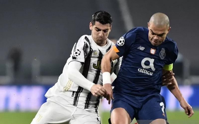 Pemain bertahan Porto, Pepe dan striker Juventus, Alvaro Moratta - Antara