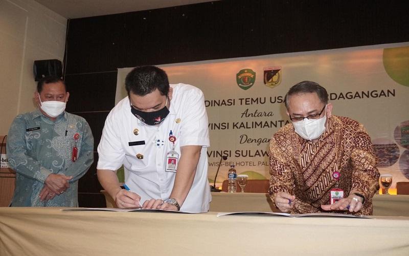 Penandatanganan kerjasama dalam Forum Koordinasi Temu Usaha Perdagangan antara Provinsi Kalimantan Timur (Kaltim) dengan Provinsi Sulawesi Tengah (Sulteng). - Disperindagkop UKM Kaltim