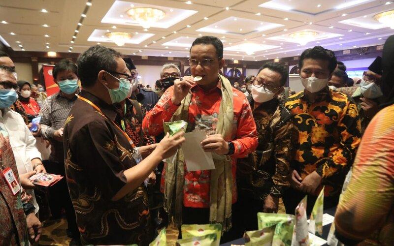 Gubernur DKI Jakarta, Anies Baswedan (tengah) Wagub Jatim Emil Elestianto Dardak (kanan) dan Wali Kota Malang Sutiaji (dua dari kanan) pada Misi Dagang Pemprov Jatim ke Jakarta, Kamis (3/6/2021). - Istimewa