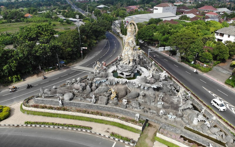 EDITORIAL : Menanti Efektivitas Work From Bali