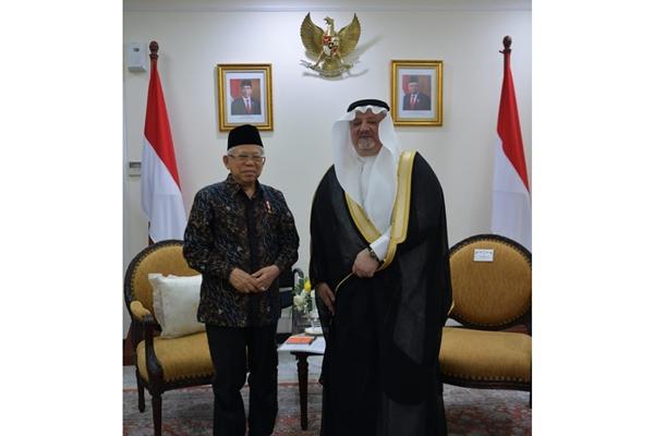 Wapres Ma'ruf Amin bersama Dubes Arab Saudi untuk Indonesia Esam A Abid Althagafi saat melakukan pertemuan di Kantor Wapres, Senin (27/1/2020) - Setwapres