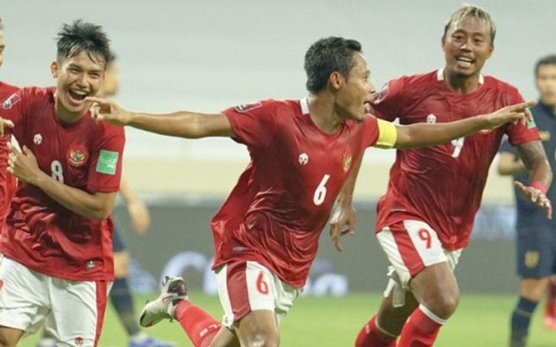 Evan Dimas Darmono (tengah) selepas menjebol gawang Thailand. - PSSI.org