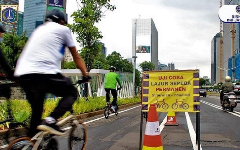 Jalur sepeda permanen dari Jalan Sudirman hingga Jalan MH Thamrin mengacu pada UU No. 22 Tahun 2009 tentang Lalu Lintas dan Angkutan Jalan. JIBI - Bisnis/Nancy Junita @dishubdki