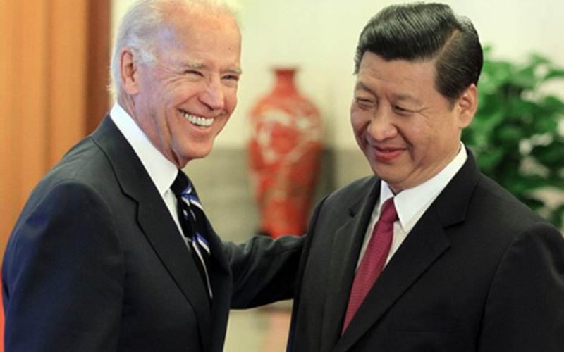 Joe Biden (kiri) saat masih menjabat Wapres AS bertemu Presiden China Xi Jinping dalam satu kesempatan di Balai Agung Rakyat China di Beijing pada 2011./Antara - HO/China Daily