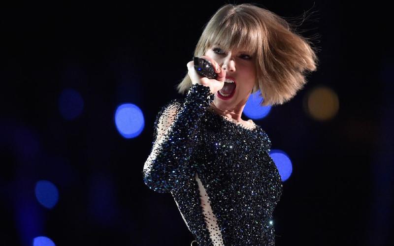 Taylor Swift tampil di ajang Grammy Awards 2016.  - Bloomberg/Kevork Djansezian