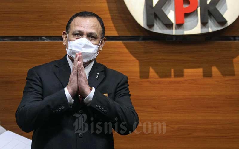 Ketua Komisi Pemberantasan Korupsi (KPK) Firli Bahuri memberikan keterangan pers seusai Pelantikan Pegawai di Gedung KPK, Jakarta, Selasa (1/6/2021). Bisnis - Arief Hermawan P