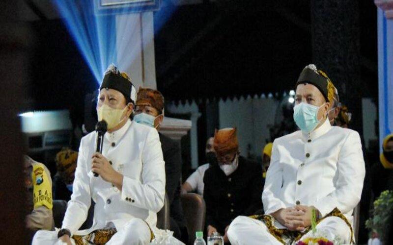 Pasuruan M. Irsyad Yusuf (kiri) bersama Wakil Bupati Pasuruan KH. Abdul Mujib Imron dalam diskusi secara virtual bertema