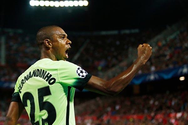 Pemain tengah Manchester City Fernandinho. - Reuters