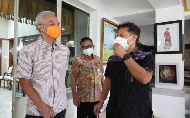 Gubernur Jateng Ganjar Pranowo (kanan) menerima Menteri Kesehatan Budi Gunadi Sadikin di rumah dinas Puri Gedeh, Sabtu (5/6/2021). - Istimewa