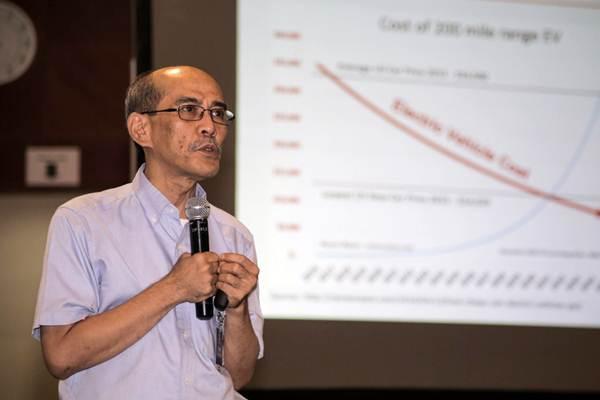 Pakar Ekonomi Faisal Basri memberikan paparan dalam diskusi bertajuk Roadmap Pengembangan Kendaraan Listrik di Indonesia, di kantor pusat PLN, Jakarta, Selasa (10/7/2018). - JIBI/Felix Jody Kinarwan