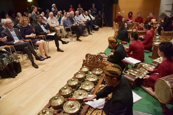 gending Kebogiro membuka acara konser Gamelan di Universitt fur Musik un Darstellende Kunst di kota Wina, Austria. - Dok. KBRI Wina