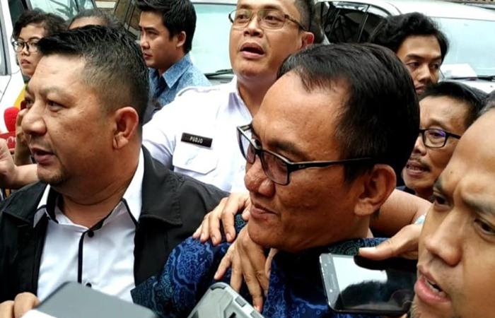 Politisi Partai Demokrat Andi Arief saat mendatangi kantor Badan Narkotika Nasional pada Rabu (3/6/2019). - Bisnis/Sholahudin Al Ayubi