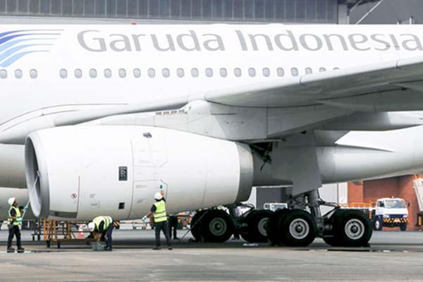 Aktivitas ground handling pesawat Garuda Indonesia di Bandara Soekarno-Hatta.  - Reuters