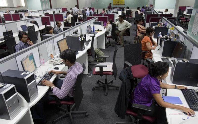 Ilustrasi kegiatan perkantoran di Bengaluru, India, file foto Februari 2012. - Reuters