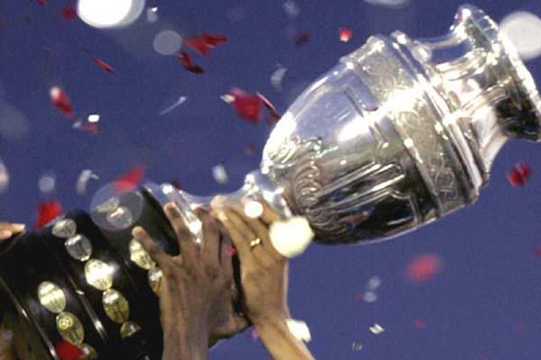Trofi Copa America - Reuters