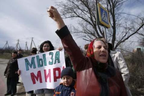 Arsip - Demo warga Krimea pada 2014 - Reuters