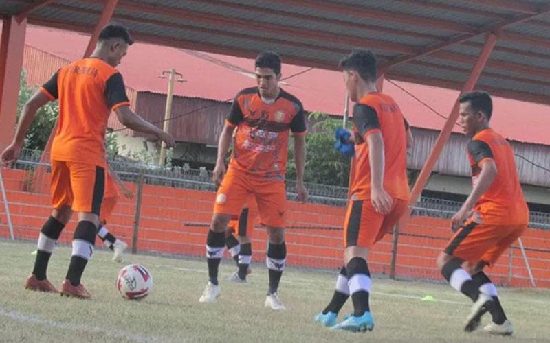 Para pemain Persiraja Banda Aceh sedang berlatih. - Antara