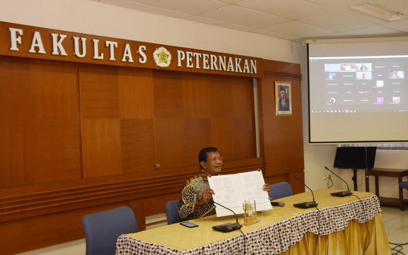 Dekan Fakultas Peternakan UGM Ali Agus meresmikan kerja sama dengan Global Food Partners dan AERES University of Applied Science, Senin (7/6/2021). - Istimewa/Humas Fakultas Peternakan UGM