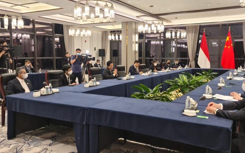 Pertemuan tingkat tinggi dengan pemerintah China dalam High Level Dialogue on Cooperation Mechanism (HDCM) yang dihadiri oleh Menko Marves Luhut Binsar Panjdaitan, Menteri BUMN Erick Thohir, Wakil Menteri Keuangan Suahasil Nazara dan Wakil Menteri Kesehatan Dante Saksono Herbuwono, Sabtu (5/6/2021). - Istimewa