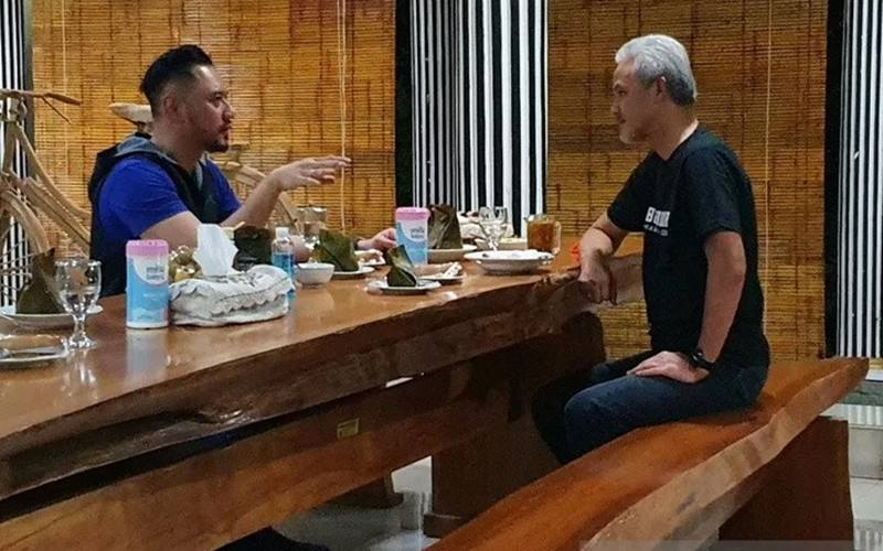 Agus Harimurti Yudhoyono (AHY) berbincang dengan Gubernur Jawa Tengah Ganjar Pranowo. - Antara\r\n