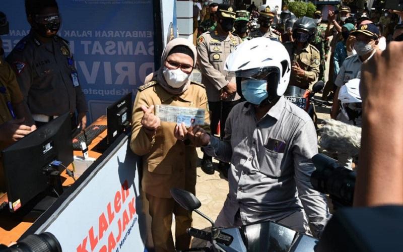 Peluncuran layanan Samsat Drive Thru di Kabupaten Indramayu