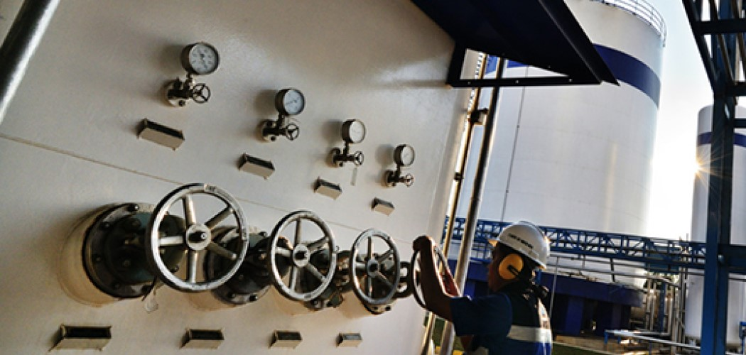 Pekerja mengatur produksi gas di pabrik Samator. - Istimewa