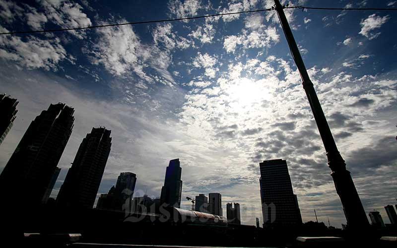 Siluet gedung-gedung bertingkat di Jakarta. Bisnis - Arief Hermawan P