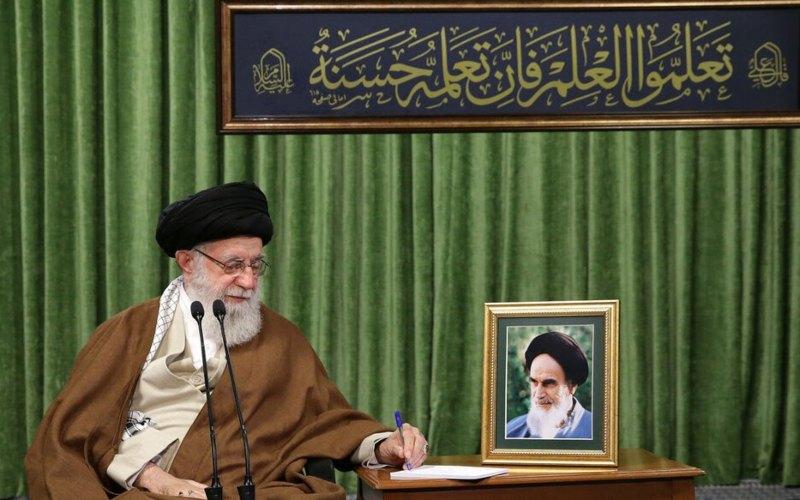 Pemimpin Revolusi Islam Ayatollah Seyyed Ali Khamenei, dalam sebuah pesan, menyatakan belasungkawa atas meninggalnya ulama Syiah Iran terkemuka Hojjatoleslam Seyyed Ali Akbar Mohtashamipour - Iran Daily