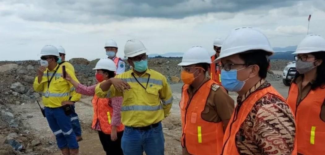 Rombongan Pemda Minahasa Utara meninjau proses TSF (Tailing Storage Facility) di lokasi tambang Archi Indonesia di Toka Tindung. - Antara /HO.