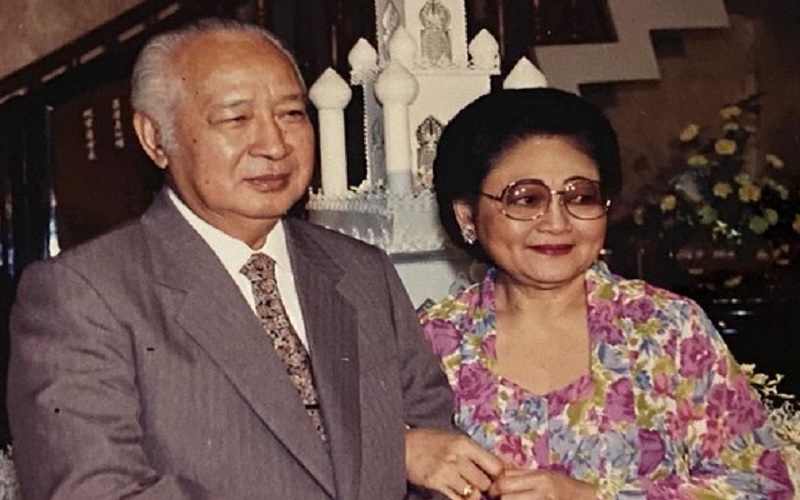 Presiden ke-2 RI Soeharto dan Ibu Tien Soeharto. - Instagram @titieksoeharto