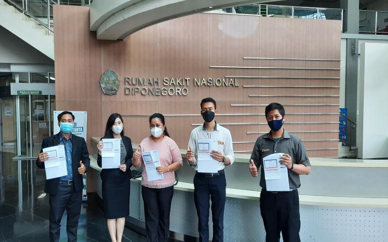 Karyawan Gets Hotel Semarang setelah melakukan vaksinasi di RS Diponegoro - Istimewa - Gets Hotel Semarang