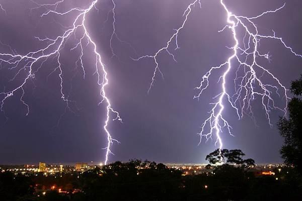 Ilustrasi - Hujan disertai petir. - Istimewa
