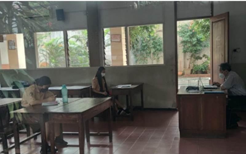Suasana hari pertama kegiatan pembelajaran tatap muka (PTM) tahap dua  di SMK Kristen Bethel Petamburan, Tanah Abang, Jakarta Pusat, Rabu (9/6/2021). - Antara/Mentari Dwi Gayati