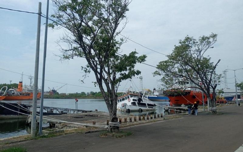 Suasana di Pelabuhan Cirebon - Bisnis/Hakim Baihaqi