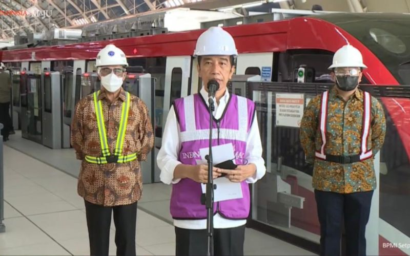 Presiden Joko Widodo menyampaikan keterangan pers usai meninjau pembangunan LRT Jabodebek pada Rabu 9 Juni 2021 / Youtube Sekretarian Presiden