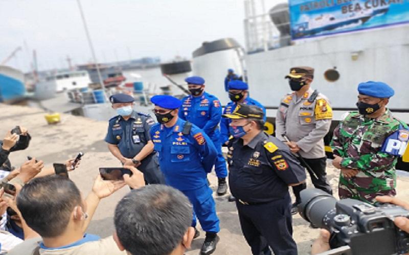 DJBC Riau dan pihak terkait memberikan keterangan usai apel siaga patroli bersama perairan Selat Malaka.  - Istimewa