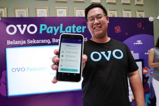 Head of Strategy and Innovation Lab OVO Abraham Viktor  memperkenalkan fitur terbaru OVO PayLater saat peluncurannya di Jakarta, Jumat (10/5/2019). - Bisnis/Dedi Gunawan