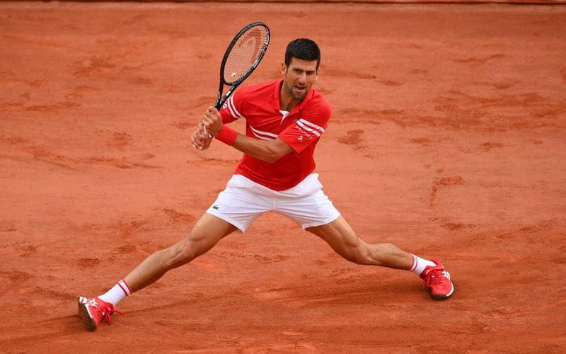 Novak Djokovic ketika menundukkan Matteo Berrettini. - RolandGarros.com