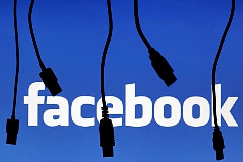Siluet kabel elektronik dengan logo facebook - Ilustrasi/Reuters/Dado Ruvic