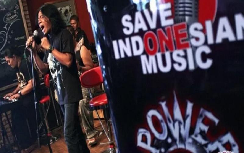 Dokumentasi - Band rock asal Surabaya, Power Metal ketika tampil dalam format akustik dalam screening Live Save Indonesia Music di FX Plaza Jakarta, Rabu (27/2). - Antara\r\n