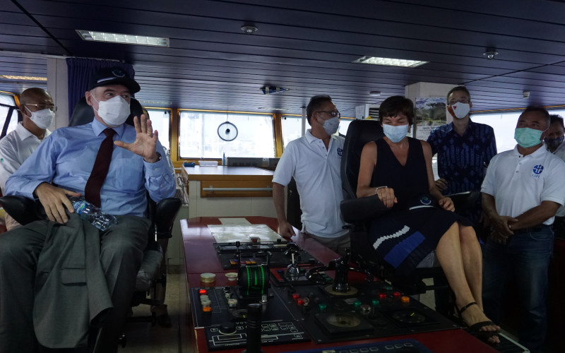 Menteri Kelautan Prancis Annick Girardin di Kapal Baruna Jaya VIII milik LIPI.  - LIPI
