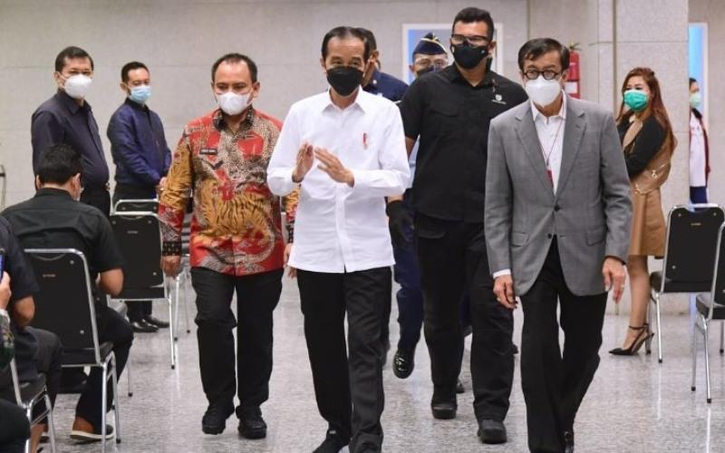 Presiden Joko Widodo dikabarkan melayat mendiang istri Menteri Hukum dan HAM Yasonna Laoly, Elisye W. Ketaren di Rumah Duka Sentosa RSPAD Gatot Subroto, Jakarta Pusat, Kamis (10/6/2021) malam. - Twitter/@setkabgoid