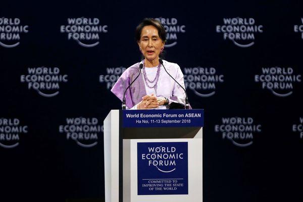 Aung San Suu Kyi saat berbicara di sebuah sesi di World Economic Forum on Asean di Convention Center, Hanoi, Vietnam, Rabu (12/9/2018). - Reuters/Kham