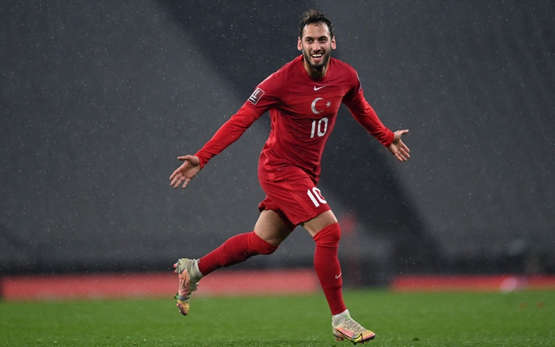 Pemain Timnas Turki, Hakan Calhanoglu - Daily Sabah