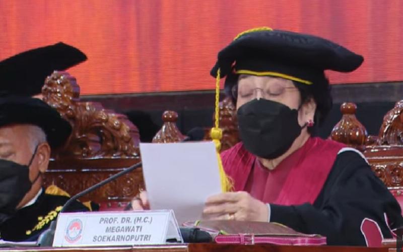 Tangkapan layar Ketua Umum PDIP Megawati Soekarnoputri menyampaikan pidato saat dikukuhkan sebagai Profesor Kehormatan (Guru Besar Tidak Tetap) Universitas Pertahanan RI (Unhan). JIBI - Bisnis/Nancy Junita