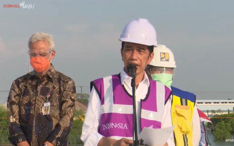 Presiden Joko Widodo memberikan keterangan pers usai meninjau proyek pembangunan jalan tol Semarang/Demak di Kabupaten Demak, Jawa Tengah pada Jumat 11 Juni 2021 / Youtube Setpres