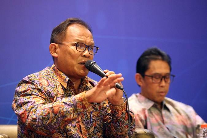 Kepala Departemen Pengawasan Industri Keuangan Non Bank (IKNB) 2B Otoritas Jasa Keuangan Bambang W Budiawan memberikan penjelasan pada diskusi Digital Economic Forum di Jakarta, Kamis (28/3/2019).  - Bisnis/Dedi Gunawan