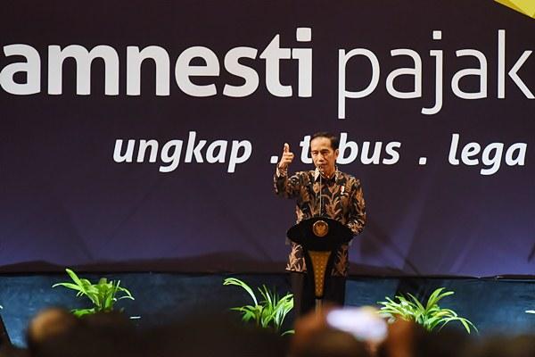 Presiden Joko Widodo memberikan arahan saat sosialisasi terakhir tax amnesty di Jakarta, Selasa (28/2). - Antara/Akbar Nugroho Gumay